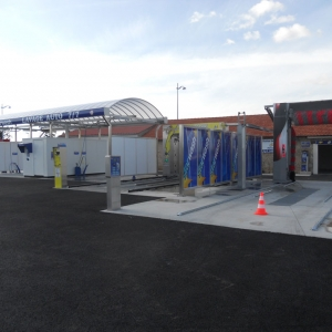 Centre de lavage 2 pistes couvertes, 1 découverte, portique StarBrosse et portique Powerjet